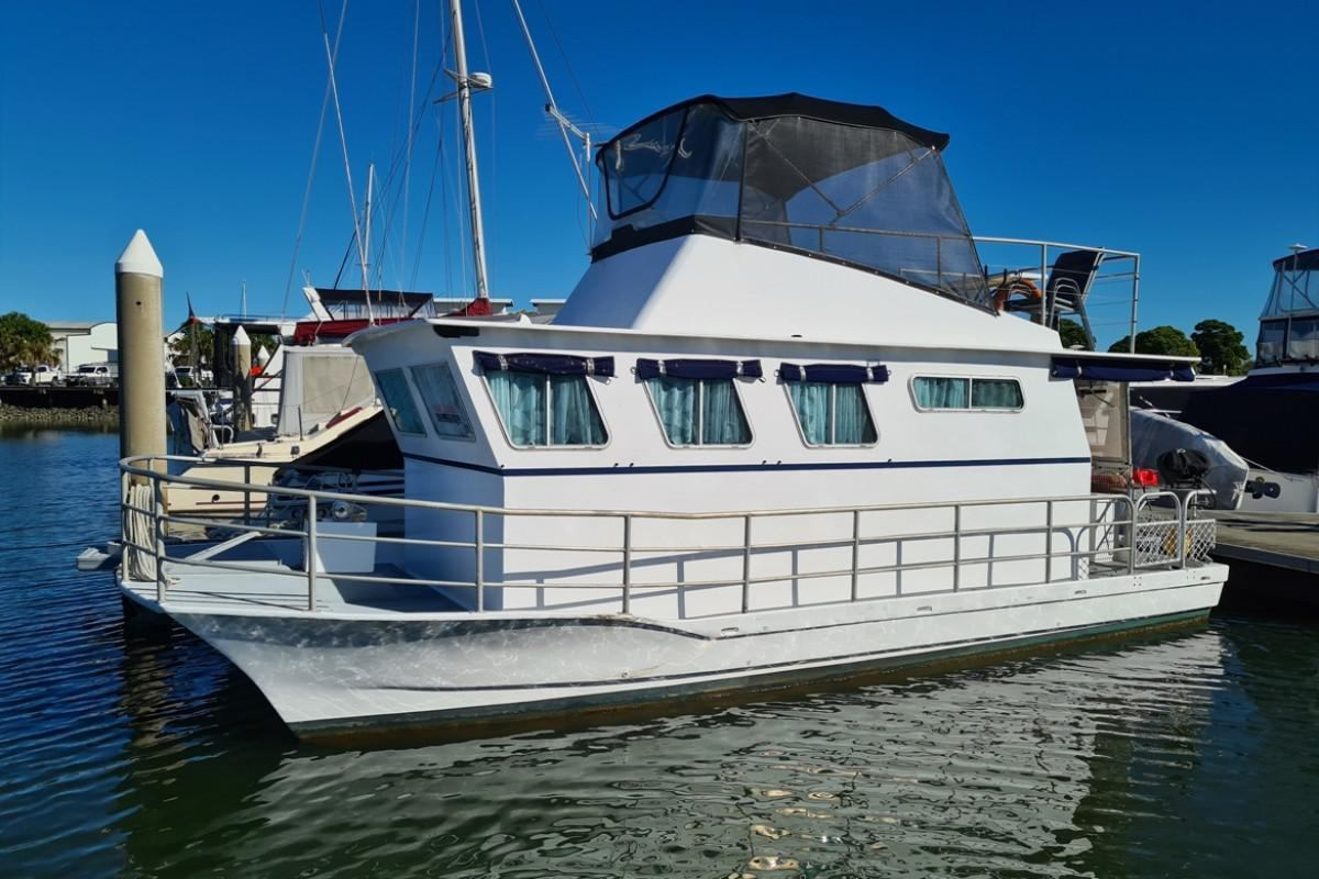 Harriscraft Houseboat 28