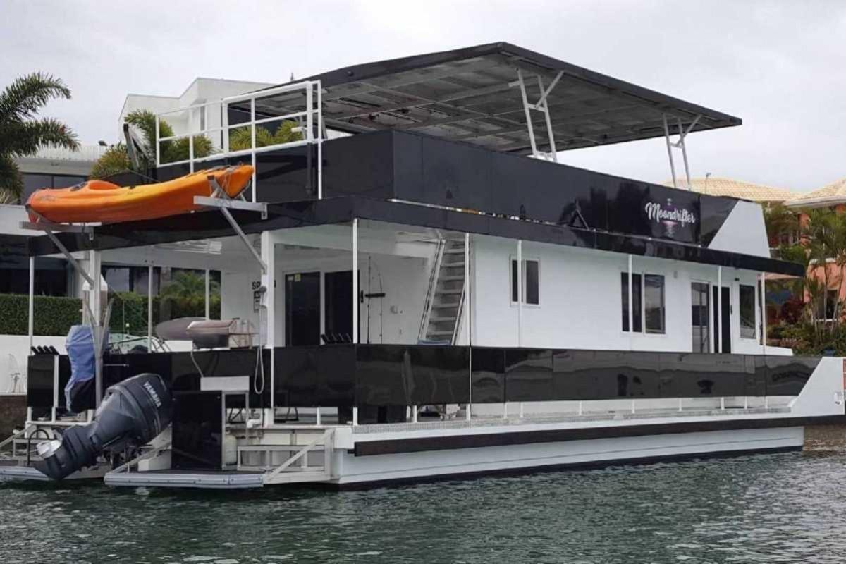 Houseboat 40