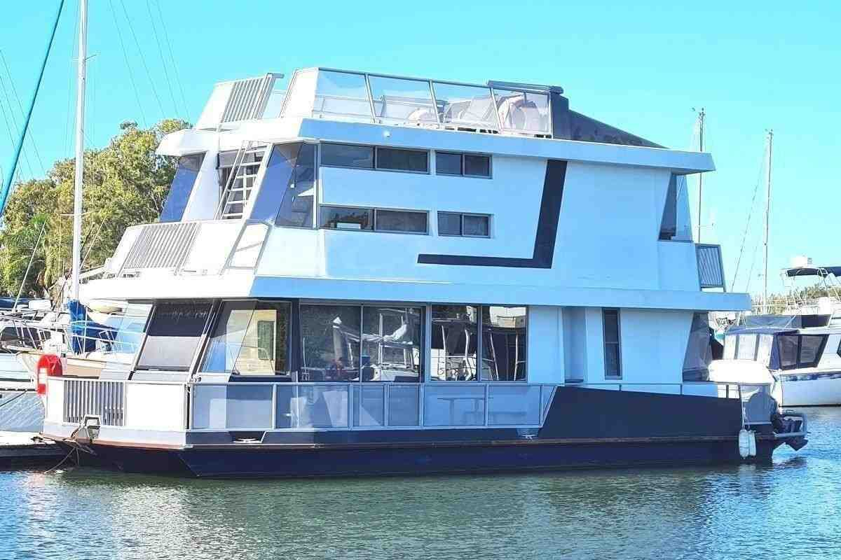 Houseboat 43